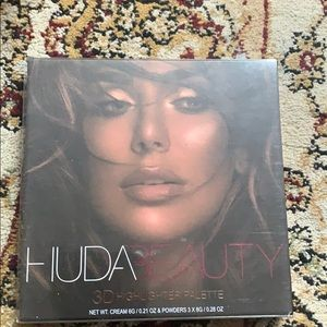 HUDA BEAUTY 3D HIGHLIGHTER